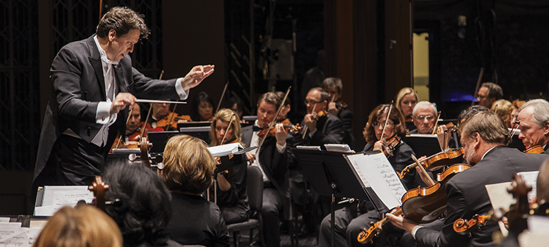 Image of Donato Cabrera conducting the Las Vegas Philharmonic