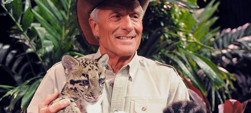 Image of Jack Hanna with a leopard cub